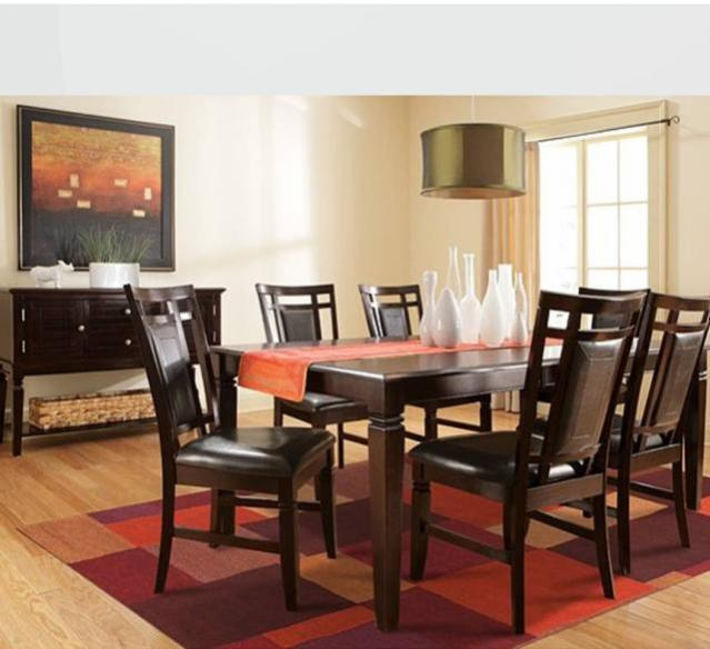 Leila II Dining Room Set