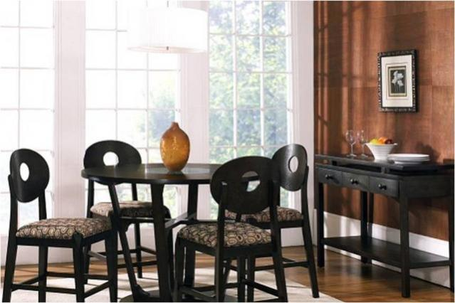 6 Piece Dining Set With Stage Presence Available At The Roomplace Furniture Stores The Roomplace